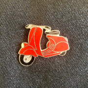 PIN'S SCOOTER EMAILLE ROUGE VINTAGE