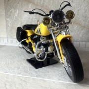 INDIAN motorcycle jaune - Echelle 1/6