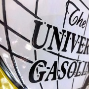 GLOBE UNIVERSAL GASOLINE - PLAQUE EMAILLEE