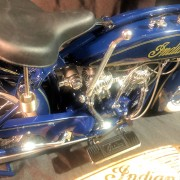 INDIAN MOTORCYCLE - SCOUT BLEUE - Echelle 1:6