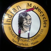INDIAN OLD CHIEF LAUGHING - PLAQUE EMAILLEE RONDE